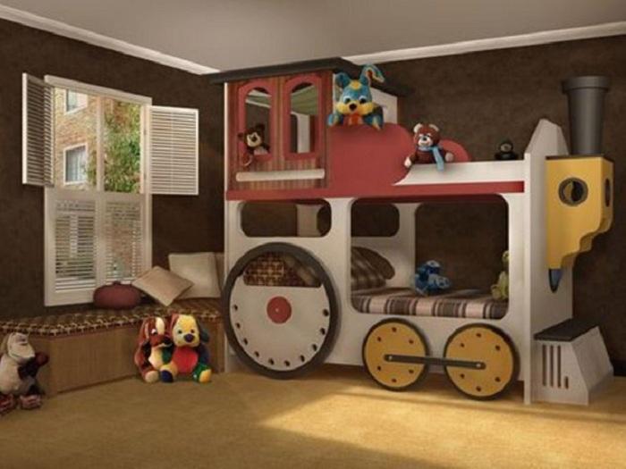 Оригинальное оформление детской спальной в виде симпатичного паровозика, что станет отличным вариантом.