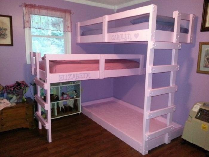Сказочный вариант оформления спальни для девочек в нежно-розовых тонах, что выглядит очень нежно.