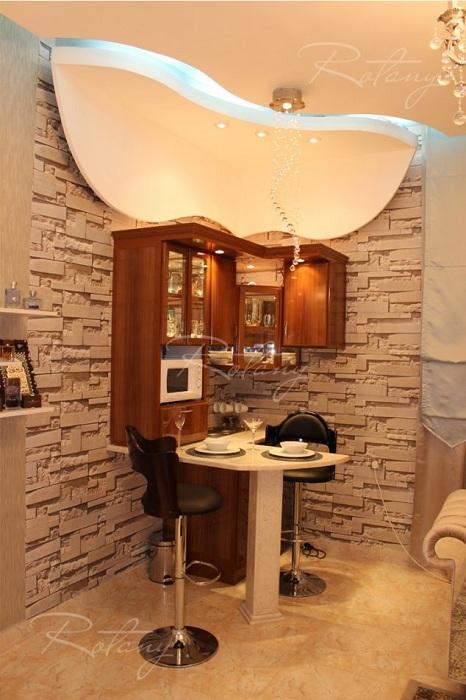 Шикарный и очень интересный интерьер, что быстро и удачно облагородит мини-кухню.