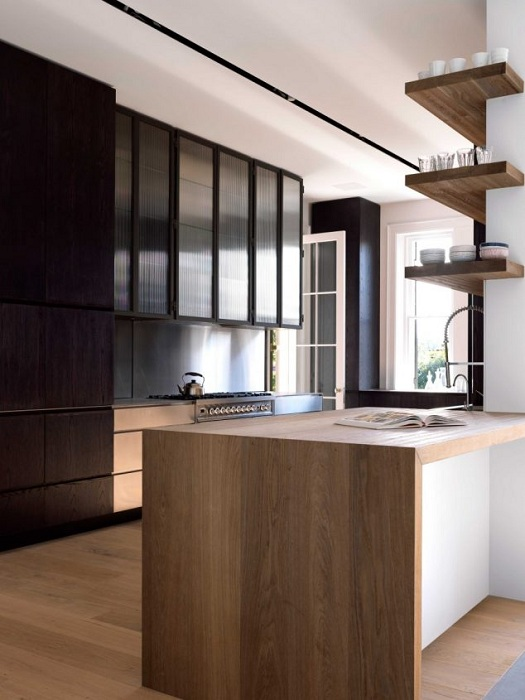 Отменное решение для декорирования углов на кухне, что станет просто находкой для любого обустройства интерьера.