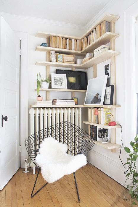 Пожалуй одно из самых лучших решений, декорировать комнату для отдыха с помощью угловых шкафов.