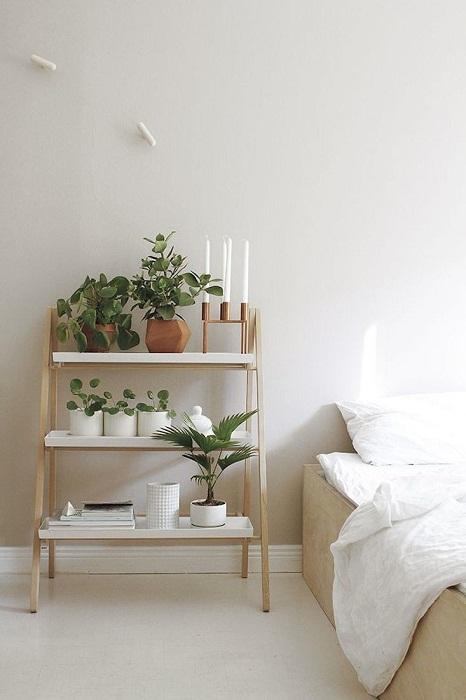 Симпатичное и отменное решение дополнить красивый интерьер в комнате благодаря интересной подставке.