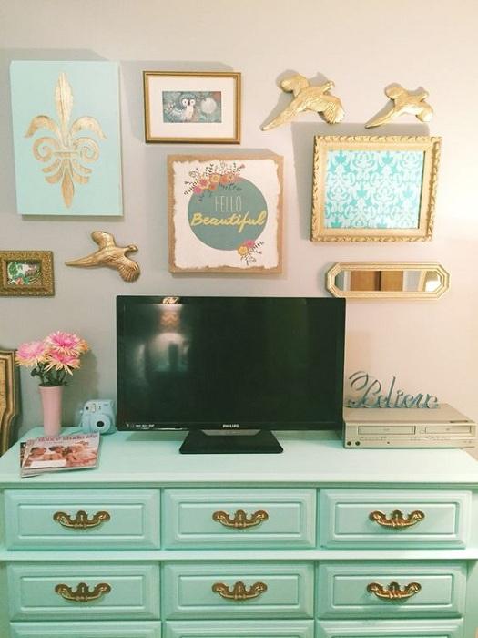 Лучший вариант украсить интерьер комнаты так это добавить золотых акцентов, что понравятся однозначно.