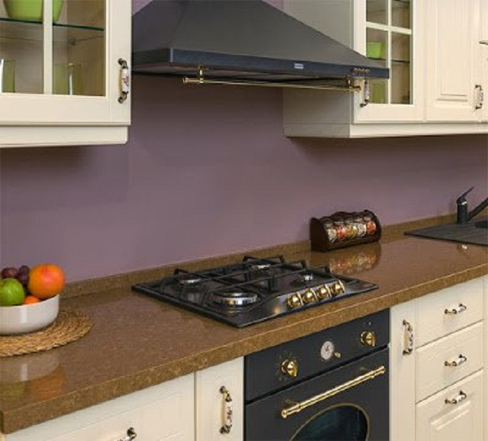 Оформление кухни, которая преображена при помощи встроенное кухонной плиты – это решение очень практичное и отличное.