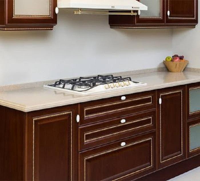 Одна из самых интересных идей – так это оформление кухни в деревянных мотивах, что понравится и станет просто отличным дизайнерским решением.