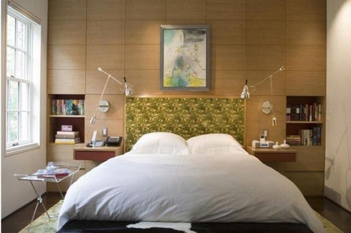 Действительно практичное решение размещения светильников над кроватью, создает такую домашнюю обстановку для чтения любимой книги не открываясь от постели.
