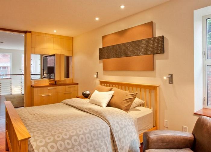 Красивое оформление спальни при помощи крутых настенных светильников, которые добавляют уюта и атмосферности комнате для отдыха.