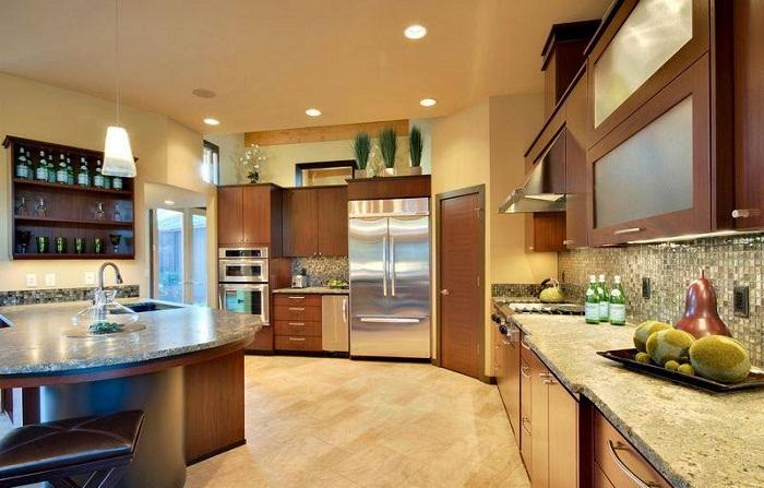Интересное оформление кухни в теплых тонах, создаст дополнительный уют.