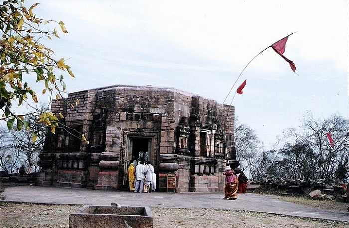 Храм Мундешвари расположен в штате Бихар, Индия на холмах Мундешвари. Он был построен между 105-320 годами. Возможно предположить что это старейший из сохранившихся (не восстановленных) Индуистских храмов в мире.