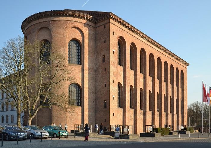 Базилика Константина, или Аула Палатина, расположена в Трире, Германия. Он была построена в начале 4 века.