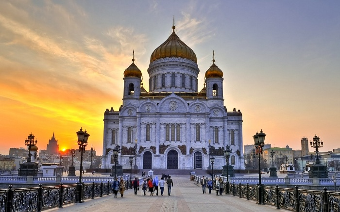 Храм Христа Спасителя - это кафедральный собор в Москве, Россия, с общей высотой 103 метров (338 футов). Он считается самой высокой Православной Церковью в мире. Первый законченный архитектурный проект, был утвержден в 1817 году.