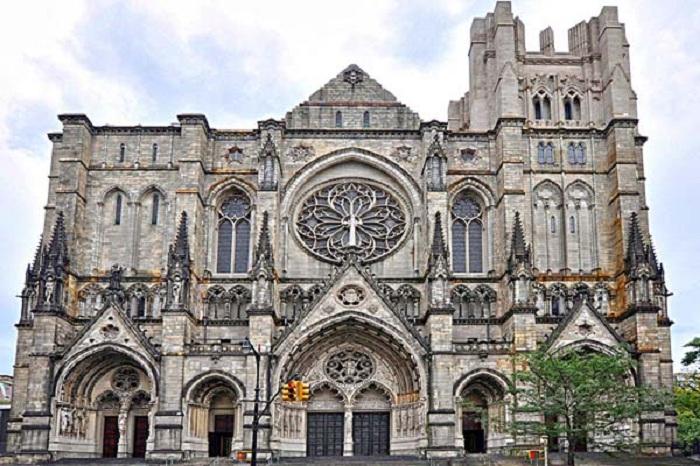 Собор Святого Иоанна Богослова Епископальной епархии Нью-Йорка. Его строительство началось в 1892 году.