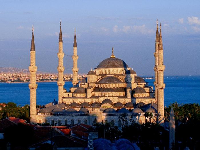 Мечеть Султана Ахмета или Голубая мечеть - историческая мечеть в Стамбуле. Она был построена примерно во временном промежутке с 1609 по 1616 года.