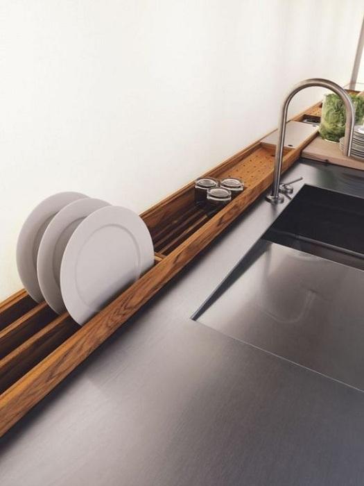 Интересный вариант оформления сушилки для посуды, что точно понравится и преобразит интерьер.