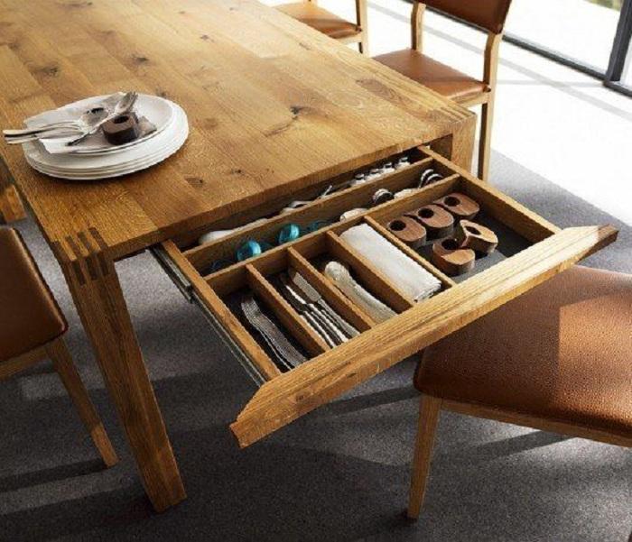 Практичный вариант оформления местечка для хранения вещей на кухне, что станет просто отличным вариантом для декора.