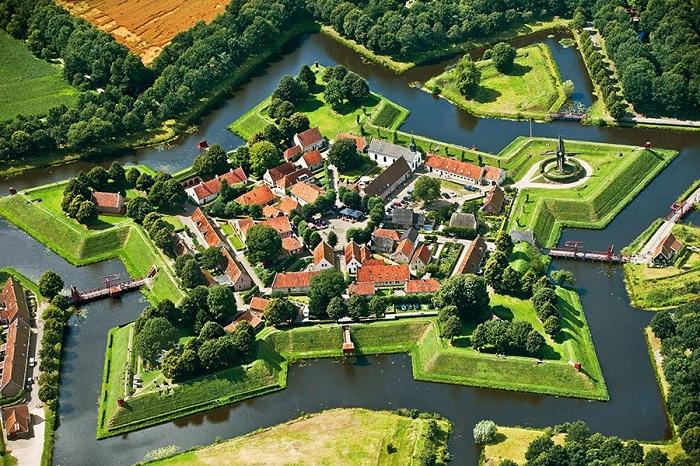 После службы в качестве военного оплота, звездчатые крепости были переоборудованы для гражданского использования.