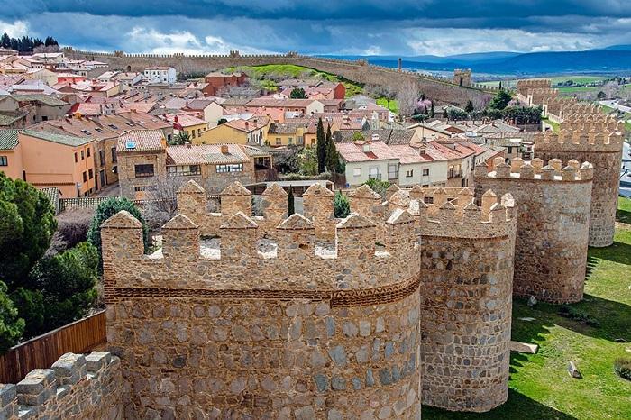 Строительство этой мощной крепости с 88 башнями началось в 1090 году.