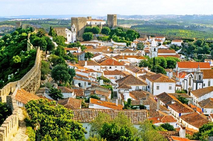 Историческим центром города является его замок 12 века, который был превращен в средневековом стиле бутик-отель.