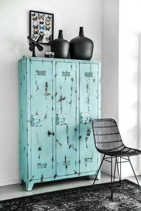 Мятный цвет великолепно выделяет окружающие предметы, если используется на габаритных изделиях.