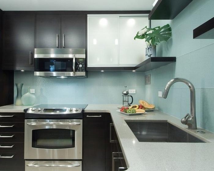 Металик с мятным оттенком вполне дружно смотрятся, особенно на современной кухне.