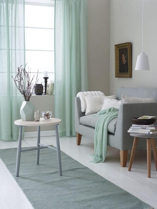 Светло мятный оттенок наполнит комнату легкой романтикой и воздушностью.