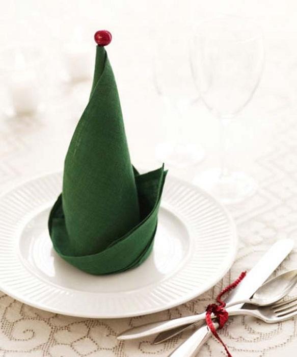 Простое и симпатичное оформление салфеток в рождественские праздники.