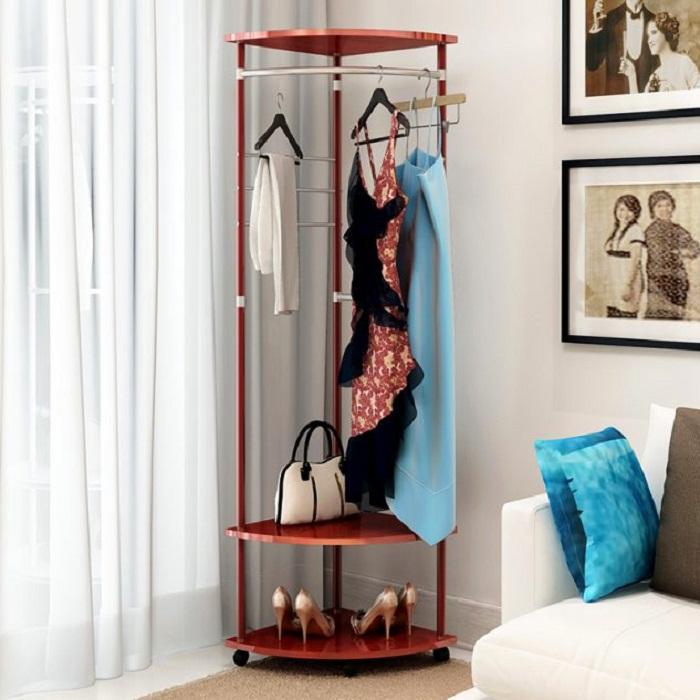Хороший и интересный вариант максимально сэкономить пространство в комнате благодаря отличному мини-шкафу.