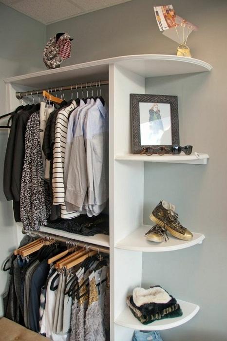 Простое и оптимальное решение для создания удачного и уютного шкафа в комнате.