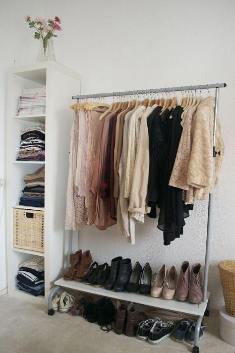 Хороший пример декорирования мини-шкафом комнаты для отдыха.
