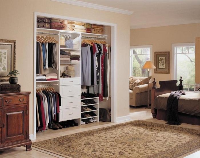 Крутое решение для преображения прекрасной спальни при помощи шкафа.