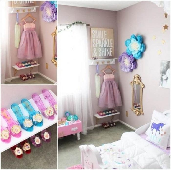 Украшение комнаты в нежно-розовых тонах, что обустроена удачным шкафом.