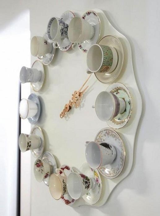Просто отличный вариант создать собственноручно настенные часы с чашек для чая.