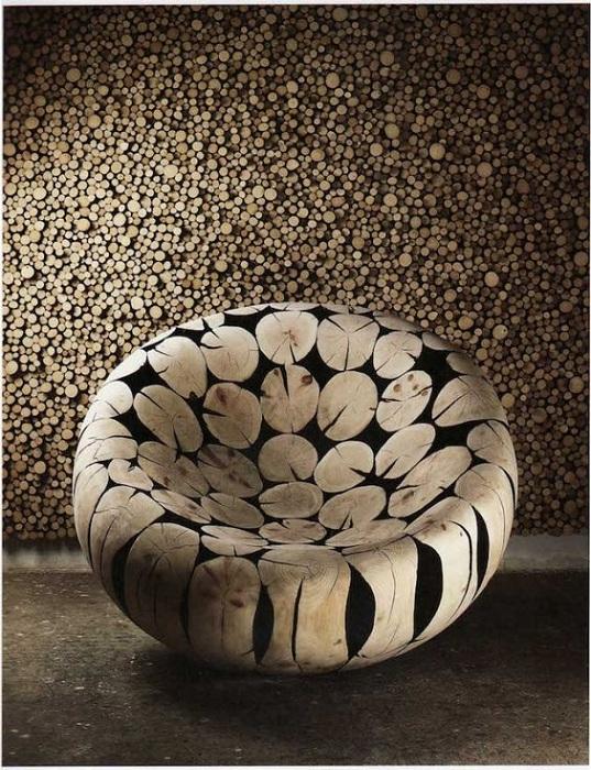 Мягкий и интересный стул станет простым, но эффектным вариантом для оформления комнат.