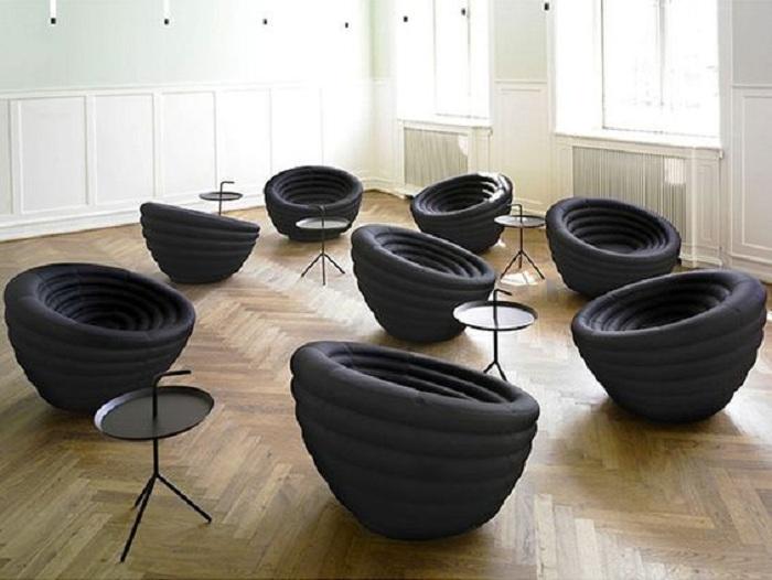Красивые и необычные стулья черного цвета станут просто находкой при оформлении комнат в доме.