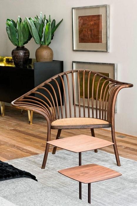 Симпатичный ажурный стул станет прекрасным украшением в интерьере дома.