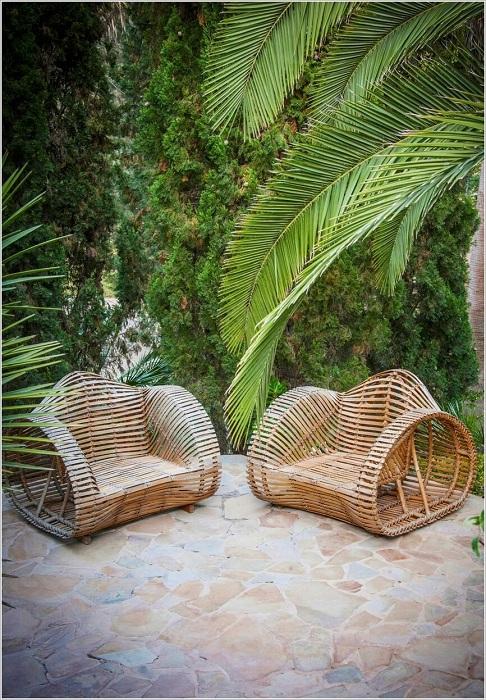 Отличные симпатичные плетеные стулья, которые станут просто находкой при оформлении комнаты.