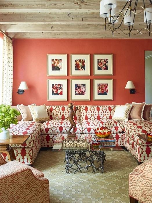 Оформление гостиной в персиковых тонах.
