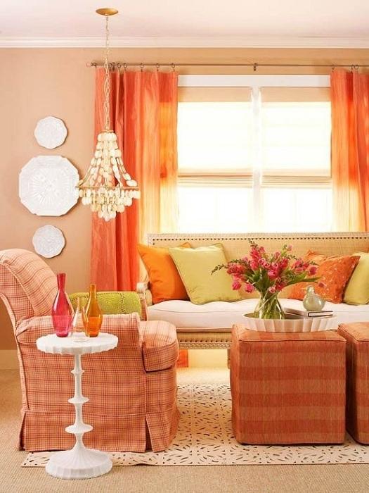 Сочетание ярких деталей разных цветов не нарушит общей картины интерьера.