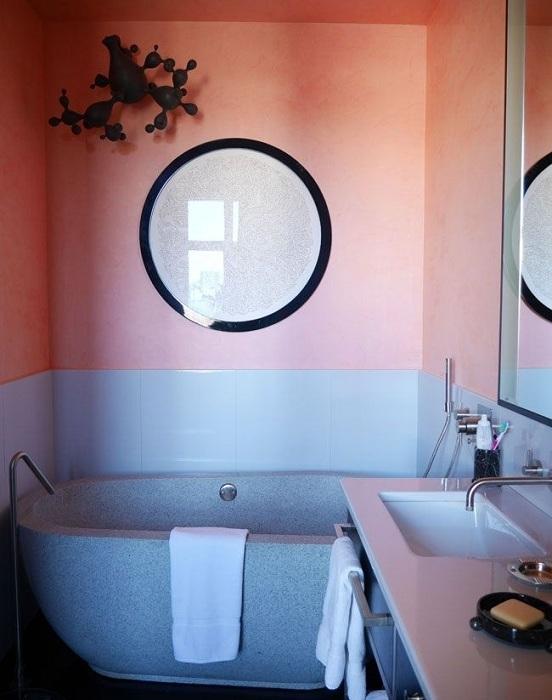 Персиковый цвет может стать идеальным решением для оформления современной ванной комнаты.