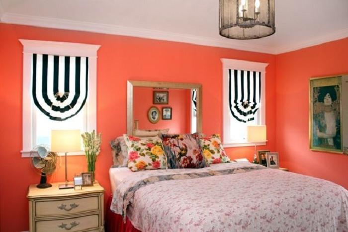 Грамотно подобранный оттенок персикового и других светлых тонов может прекрасно украсить и преобразить спальню.