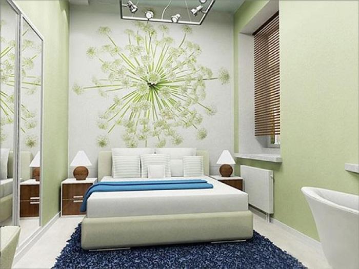 Интерьер в нежно-салатовом цвете украшает отличная картина, которая является изюминкой этой комнаты.