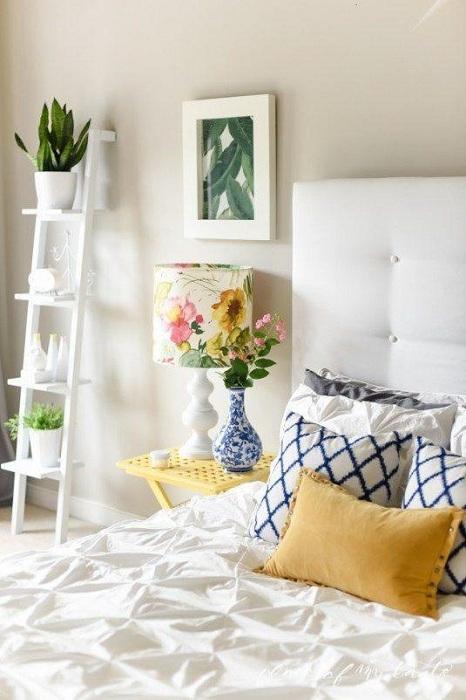 Прекрасная легкая атмосфера в этой спальне, то что подарит массу положительных впечатлений и настроит только на хорошие мысли.