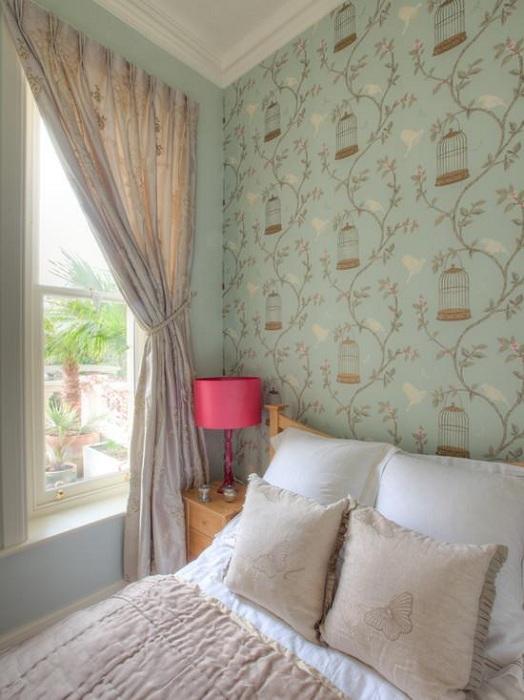 Нежные обои нежно-мятного цвета украсят общий интерьер в комнате, подарят только хорошие и теплые воспоминания.
