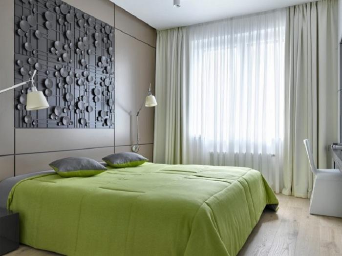 Оформление спальной с шикарным ярким салатовым постельным, то что реально украсит обычный серый и хмурый день.