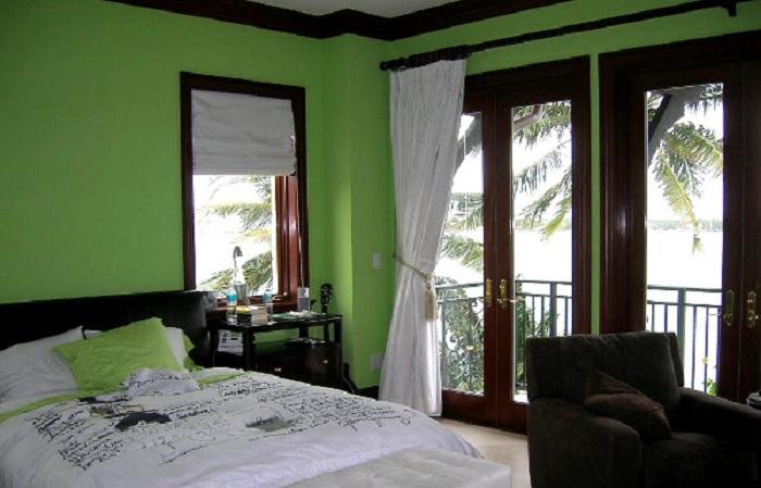 Салатовые нотки в оформлении спальни - это то, что на самом деле позволит создать интересную и свежую обстановку в комнате.