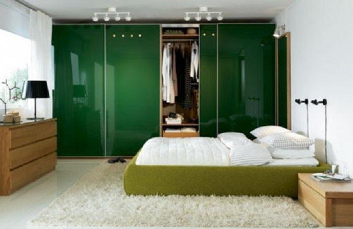 Отличный вариант оформить спальню в зеленых тонах, что создаст еще более оптимальную атмосферу.