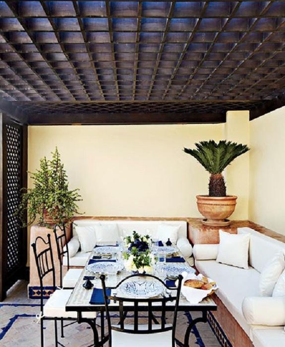 Хороший вариант создать обеденное пространство на крыше дома.