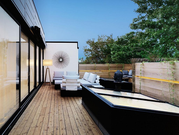 Характерный интерьер открытой террасы позволит создать домашнюю атмосферу на ней.