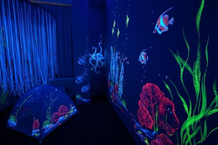 Подводное дно со своими загадочными элементами украсит ночную комнату.