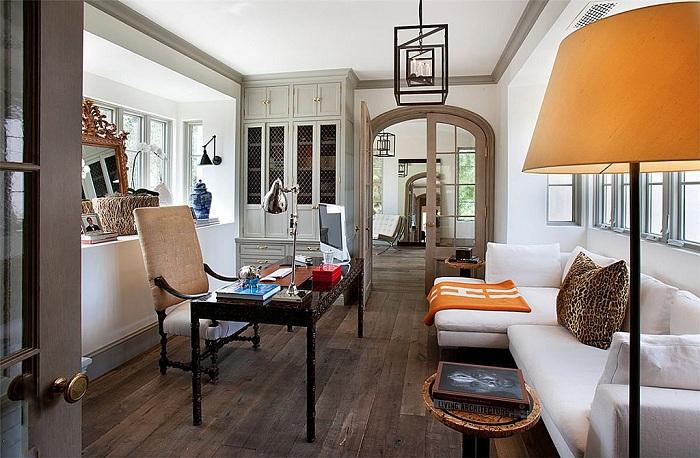 Шикарный дизайн домашнего офиса создает оптимальные условия для продуктивной работы.